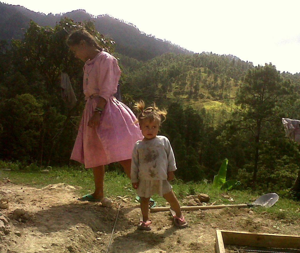 Girls in Joyas del Caballo, Honduras